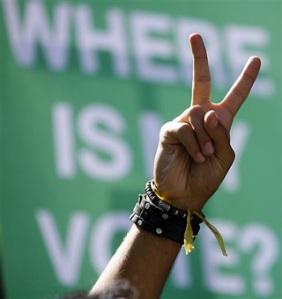 iran_hand_victory_320